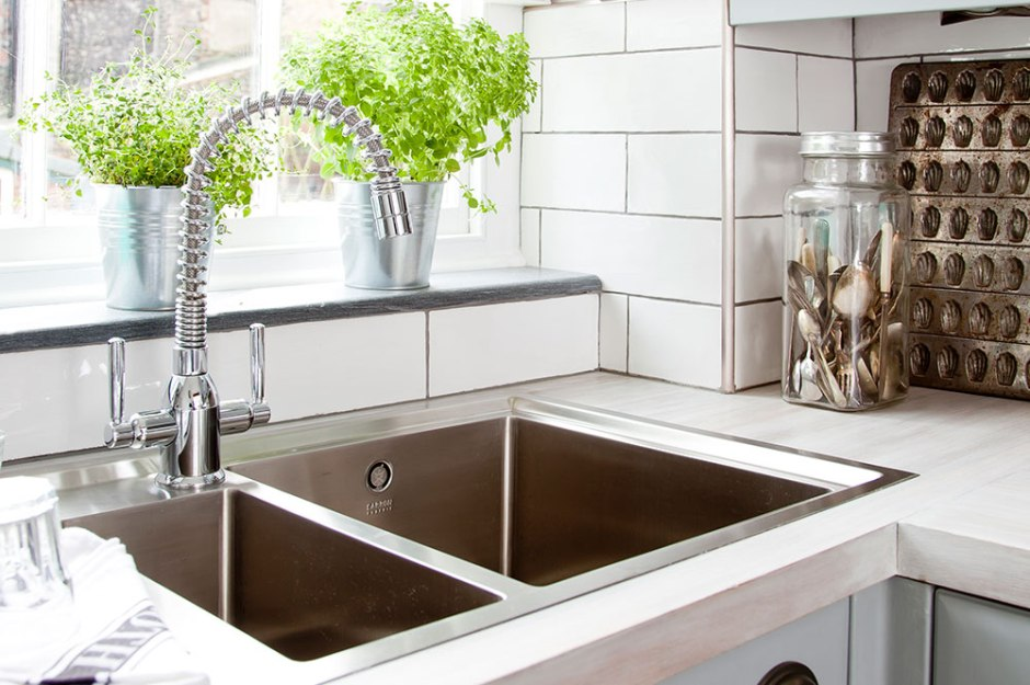 How to unblock your bathroom or kitchen sink